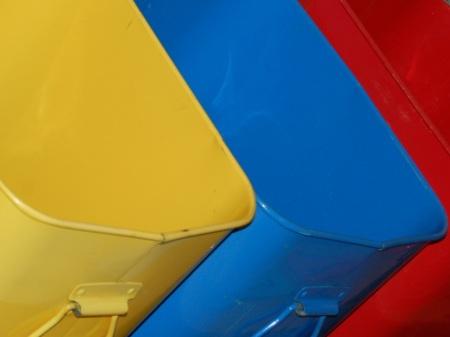 poubelles colorées